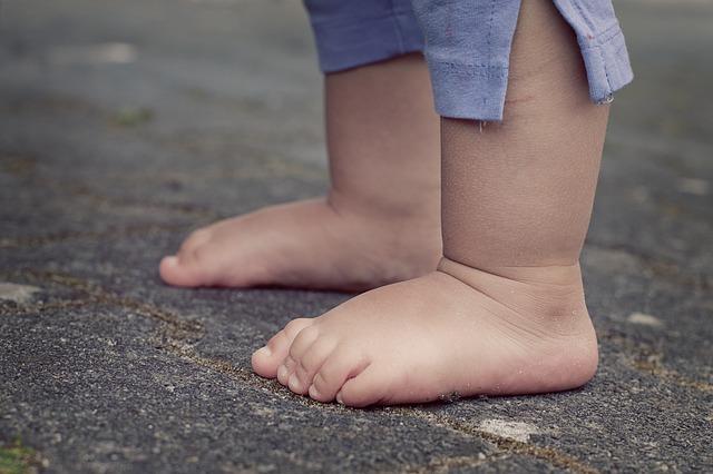 feet-619399_640